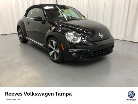 Certified Pre-Owned 2013 Volkswagen Beetle 2dr Man 2.0T